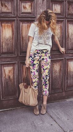 Inspired floral fashion, i love fashion, passion for fashion, womens fashio Fashion Moda, I Love Fashion, Passion For Fashion, Floral Fashion, Looks Style, My Style, Estilo Hippie, Street Style, Floral Pants
