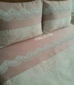 Crochet Lace Edging, Crochet Borders, Sewing Projects, Sewing Crafts, Diy Crafts, Bedding Sets, Linen Bedding, Crochet Pillow, Crochet Decoration