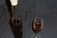 Kaffeelikör Coffee liqueur, a very nice recipe from the category liqueur. Alcoholic Drinks, Beverages, Cocktails, Diy Gifts, Red Wine, Champagne, Food And Drink, Homemade, Coffee