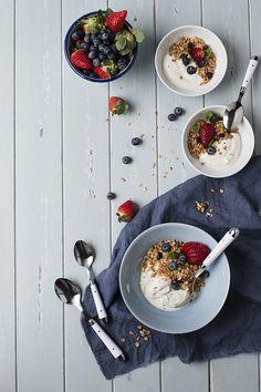 Homemade Granola for breakfast. Granola casera para el desayuno