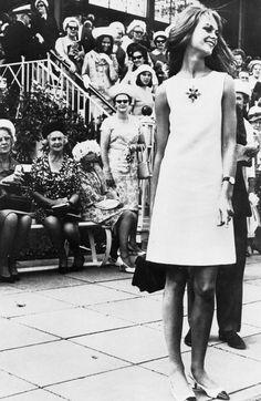 Jean Shrimpton at the Melbourne races (1965)