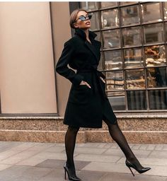 Classy Winter Office Attires For Women 09 The 8 Best Tips for Perfecting Your Classy Outfits Mode Outfits, Office Outfits, Fashion Outfits, Fashion Fashion, Fashion Blogs, Fashion Hacks, Office Dresses, Fashion Stores, French Fashion