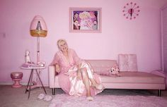 A lot of little girls love pink, but one woman has taken it to the extreme. Kitten Kay Sera, wakes up everyday in her pink bedroom, has breakfast in her pink kitchen, and dresses in one of her many pink outfits Dusty Pink, Pale Pink, Pink Color, Colour, Purple, Fantasy Bedroom, Pink Bedrooms, Woman Bedroom, Pink Bedding