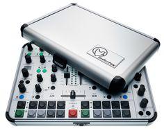 Faderfox zal waarschijnlijk niet helemaal goed bij de meesten van jullie bekend zijn. Toch maken zij al geruime tijd (MIDI) controllers in d...