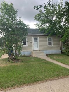 601 Avenue J North, Saskatoon Westmount 2 bedroom, 1 bath bungalow for sale by owner in Saskatoon's Westmount neighbourhood Small Den, Bungalows For Sale, Starter Home, Vinyl Siding, Room Dimensions, Open Concept, Condo, The Neighbourhood, Shed