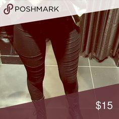 Black ruche leggings Super cute! Pants Leggings