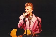 David Bowie performing with his band Tin Machine at The Mayfair, Newcastle, November 1991 David Bowie Little Wonder, Tin Machine, Sherlock Doctor Who, France Art, Middlesbrough, I Love You Forever, Ziggy Stardust, Rock Legends
