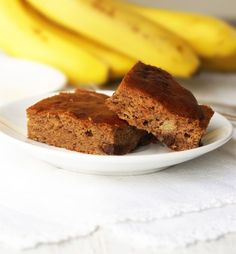Paleo Banana Snack Cake. Naturally sweetened with fresh fruit, there is only 3g of sugar in each slice!