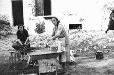 Greece Pictures, Old Pictures, Old Photos, Vintage Photos, Old Greek, Paros, Athens Greece, Crete, Back In The Day