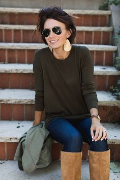 Gold leather earrings olive sweater military jacket sue what ONE little MOMMA wore Older Women Fashion, Girl Fashion, Cool Girl Style, My Style, Nickel And Suede, We Wear, How To Wear, Everyday Fashion, Everyday Makeup