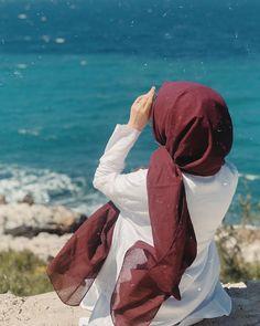 Görüntünün olası içeriği: bir veya daha fazla kişi, okyanus ve açık hava