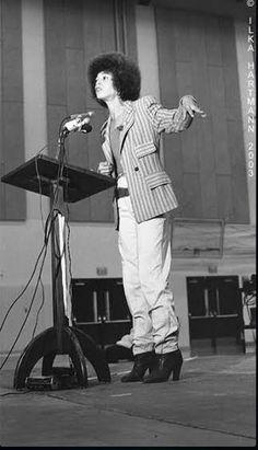 Angela Davis, feminist icon, during a speech in Northern California. Angela Davis, Black Girls Rock, Black Girl Magic, Women In History, Black History, Beautiful Black Women, Amazing Women, Black Panther Party, Vintage Black Glamour