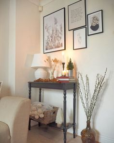 Christmas home interior inspiration in this small home christmas tour. How to style your home for christmas this year on a budget, with lots of decorations re-used from previous years. Cosy Christmas, Christmas Home, White Christmas, Conservatory Decor Small, Autumn Interior, Christmas Interiors, Room Corner, Vintage Interiors, Lounge Decor