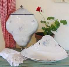 Antique French enamel lavabo