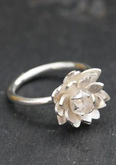 http://www.thesterlingsilver.com/product/white-ice-london-silver-ring-with-diamonds-dr045-matt-buckle-ring-with-diamonds/Flower ring in sterling silver carved lotus flower fixed on the silver ring. Creative Crafts frannçaise: Aline Kokinopoulos