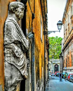 """""""Backstreet Guardian"""" #Rome #rome #fb #architecture #statue #backstreet #repostromanticitaly #italy #italia #lazio #italianarchitecture #romano"""