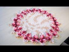 Sousplat de Crochê Pé de Galinha por Sandra Brum - YouTube Crochet Diy, Mandala Au Crochet, Crochet Table Runner, Crochet Tablecloth, Crochet Doilies, Table Covers, Crochet Designs, Garland, Coasters
