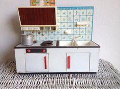 Retro blikken keukentje met kraan. Geweldig!! Ik heb hier zoveel plezier van gehad...