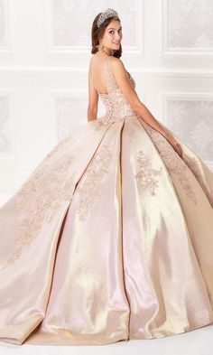 Lace Ball Gowns, Perfect Prom Dress, Bolero Jacket, Lace Corset, Trendy Colors, Quinceanera Dresses, Gold Dress, Lace Applique, Fitted Bodice