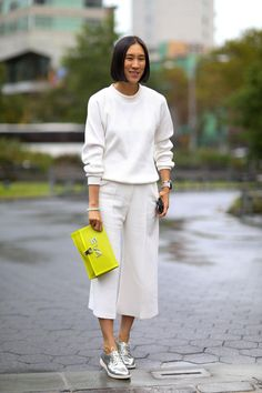 All the Best Street Style Outfits from Fall 2015 New York Fashion Week - Eva Chen New Street Style, New York Fashion Week Street Style, Autumn Street Style, Cool Street Fashion, Paris Outfits, Fashion Outfits, Fall Fashion, Style Fashion, Fashion Trends