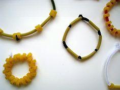 Manualidades para niños: pulseras y collares con pasta