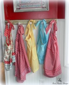 displaying vintage aprons 1 488x600 Creative Ways To Display A Vintage Apron Collection