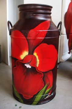 Painted Milk Cans, Paint Cans, Bottle Painting, Diy Painting, Arte Pallet, Old Milk Cans, Art Shed, Country Crafts, Hand Painted Furniture