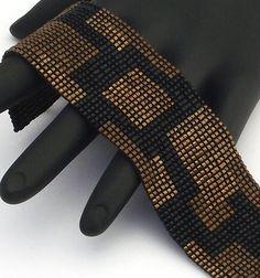 Quadratische Masche Perlen Armband, feste Plätze schmale, Bronze auf schwarz Mehr