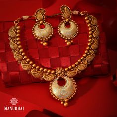 Short Necklace, Simple Necklace, Necklace Set, Gold Necklace, Gold Earrings Designs, Gold Jewellery Design, Necklace Designs, Manubhai Jewellers, Gold Jewelry Simple