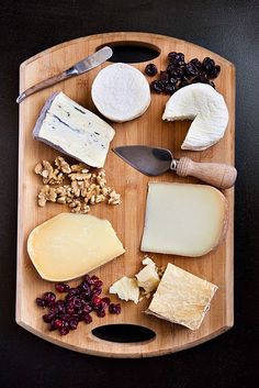 6 different cheeses in a clock-wise fashion from mildest to strongest flavor is supposed to be the best way to serve... looks great! Just add some great red wine, good bread and crackers and you have a party!