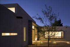 Design Inspiration: The Modern Courtyard House - Studio MM Architect Modern Courtyard, Courtyard House, Industrial Home Design, Industrial House, Residential Architecture, Modern Architecture, Home Studio, Architect Design, Exterior Design