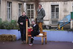 Un hôpital désaffecté est devenu un lieu d'occupation « éphémère ». Ressourcerie, manufacture, café, cantine solidaire, foyer de migrants, centre d'hébergement d'urgence et de réinsertion… un millier de personnes, résidents, locataires, travailleurs et étudiants y vivent et y travaillent dans une ambiance villageoise.   Paris, reportage   Le long du boulevard, l'imposante enceinte du XIXe siècle est surmontée de parpaings. Puis, le pan de mur rafistolé laisse place à une large entrée, aut...