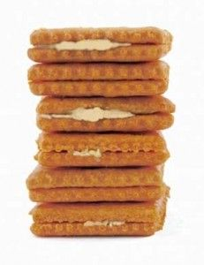 Savory Gluten Free Pumpkin Crackers Recipe: http://glutenfreerecipebox.com/gluten-free-crackers-recipe-pumpkin/ #glutenfree
