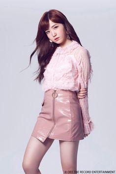 hiichan's fit tho 🥵 Kpop Girl Groups, Kpop Girls, Kpop Outfits, Fashion Outfits, Eyes On Me, Yu Jin, Japanese Girl Group, Kim Min, Soyeon
