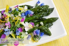 Green asparagus with a saffron sauce and edible flowers