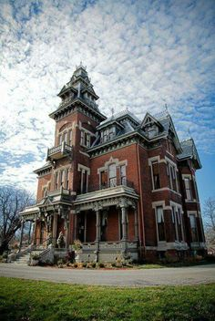 The Vaile Mansion in Independence, MO, built in 1881 Victorian home Victorian Architecture, Architecture Old, Beautiful Architecture, Beautiful Buildings, Beautiful Homes, Old Mansions, Abandoned Mansions, Abandoned Buildings, Abandoned Places