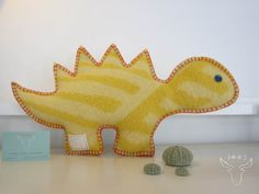 dinosaurus € (excl verzendkosten) 25 x 45 cm 1000 Projects, Diy Craft Projects, Sewing Projects, Craft Ideas, Welsh Blanket, Wool Blanket, Recycled Blankets, Vintage Blanket, Art N Craft