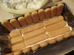 Romanian Desserts, Romanian Food, Cake Recipes, Dessert Recipes, Croissant, Dessert Bars, Hot Dog Buns, Carne, Deserts