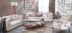 Floral patterns in the living room Bilbao, Sofa, Couch, Dining Room Design, My Living Room, Love Seat, Armchair, Sweet Home, House Design