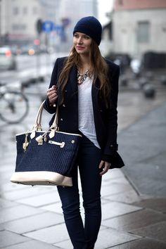 The italian blogger Veronica Ferraro from the Fashion Fruit wearing a Tara Jarmon coat. #tarajarmon #coat