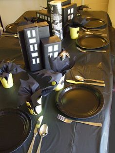 Batman table settings could do each table as a different superhero! Superhero B - Batman Party - Ideas of Batman Party - Batman table settings could do each table as a different superhero! Lego Batman Party, Batman Birthday, Superhero Birthday Party, 4th Birthday Parties, Boy Birthday, Superhero Superhero, Birthday Ideas, Batgirl Party, Birthday Table