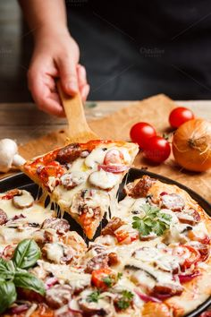 Pizza by grafvision. Pizza topped with cheese, sausage and cherry tomato Pizza Recipes, Healthy Recipes, Healthy Foods, Pizza Photo, Food Styling, Food Inspiration, Italian Recipes, Love Food, Food Photography