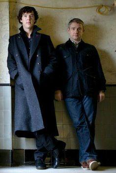 Sherlock Holmes (Benedict Cumberbatch) and John Watson (Martin Freeman) - One of my favorite pictures of the boys. Sherlock Bbc, Benedict Sherlock, Sherlock Fandom, Sherlock Holmes Benedict Cumberbatch, Mycroft Holmes, Jim Moriarty, Watson Sherlock, Dr Watson, Sherlock Quotes