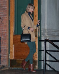 Taylor leaving her apartment after hosting Jay Z and Justin Timberlake