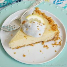 Lemon Icebox Pie is a creamy lemon pie filling made with sweetened condensed milk baked into a graham cracker crust. It is one of the best summer pies you'll ever make! This is an amazing lemon dessert recipe for Easter dessert or Mother's Day dessert. Summer Dessert Recipes, Lemon Desserts, Lemon Recipes, Pie Recipes, No Bake Lemon Pie, Lemon Icebox Pie, Lemon Pie Recipe Condensed Milk, Cheesecakes, Milk Dessert