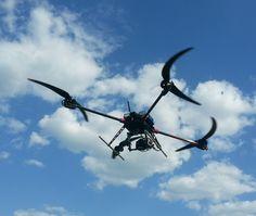 ジオスカン401(Геоскан 401)。ロシアに拠点を置くGeoScanによって発表されたUAV(無人航空機)の一つ。建物や構築物などを検査するソリューションで空中静止しつつ撮影をする。滞空時間は1時間。