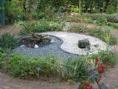 yin_yang_garden_by_dazinacramoski-d3gnmo8.jpg 700×525 pixels