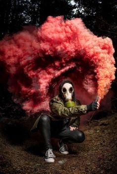 Took a picture of my friend with smoke bomb : pics - Cloud Nine Portrait Photoshoot - Halloween Photography, Creative Photography, Art Photography, Gas Mask Art, Masks Art, Rauch Tapete, Halloween Fotografie, Rauch Fotografie, Wallpaper Animes