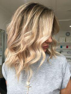 @hotteshair @jamie_hotteshair Blonde #jamiehottes_hair #babylights #blondefoils #microfoils #behindthechair #coolblonde #warmblonde #olaplex #spotlightblonde #bossbabe #beforeandafter #blonde #blondehair #balayage