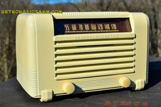 ART DECO 1941 GE General Electric Model J-602 AM Ivory Bakelite Tube Radio Totally Restored!